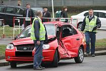 V bohunické fakultní nemocnici skončila v pátek ráno sedmadvacetiletá řidička, která v Kounicově ulici v Brně narazila do tramvaje linky číslo 13.