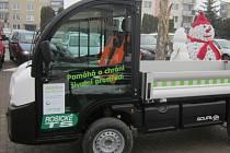 Historicky první služební elektromobil za víc než osm set tisíc korun mohou v ulicích vidět obyvatelé Rosic na Brněnsku. Od začátku roku ho mají k dispozici rosické technické služby. Jde o první užitkový elektromobil ve městě.
