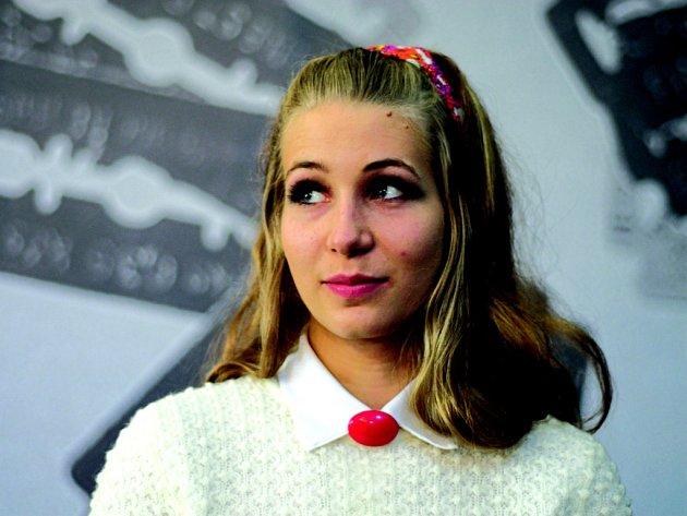 NAIVNÍ PLAVOVLÁSKA. V roli Andulky se představí třiadvacetiletá studentka JAMU Anežka Kubátová.