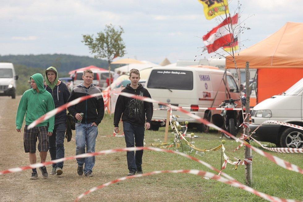 Jak vypadala sobota při Velké ceně v okolí brněnského Masarykova okruhu.