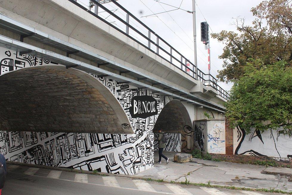 Proměnu mostu na Vlhké vzala pod taktovku výtvarnice Kateřina Šedá.