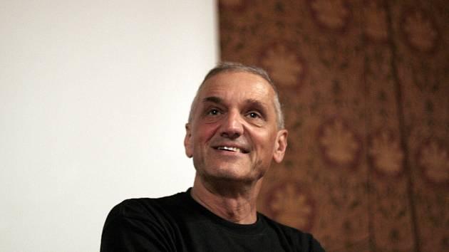Architekt, herec a spisovatel David Vávra v pondělí večer v brněnském Umělecko-průmyslovém paláci uvedl poslední díl cyklu Šumná města.