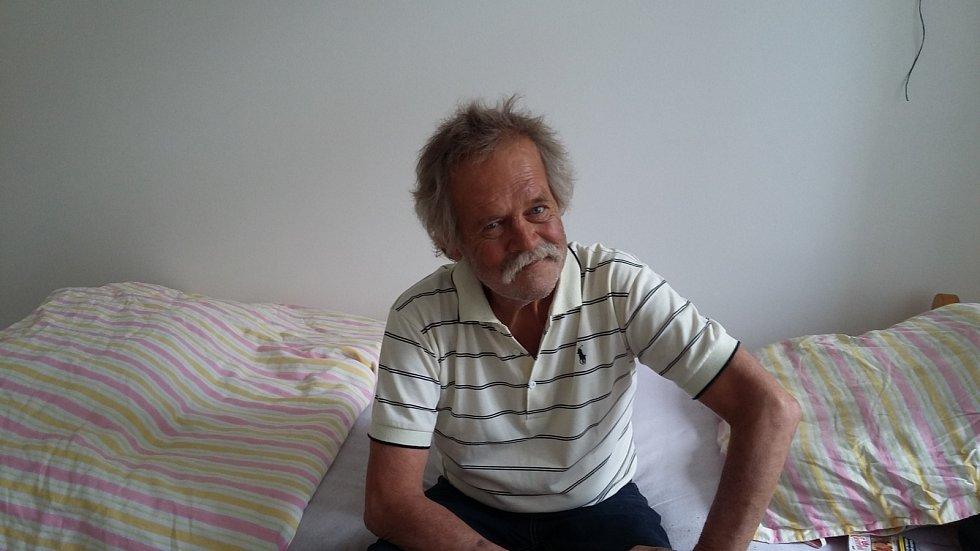 Od července získal čtyřiašedesátiletý Brňan Alexander Ondráček byt díky projektu Housing First.