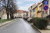 V Černovicích pokračují v blokovém čištění. Auta, která jejich řidiči nepřeparkují, ale neodtahují.