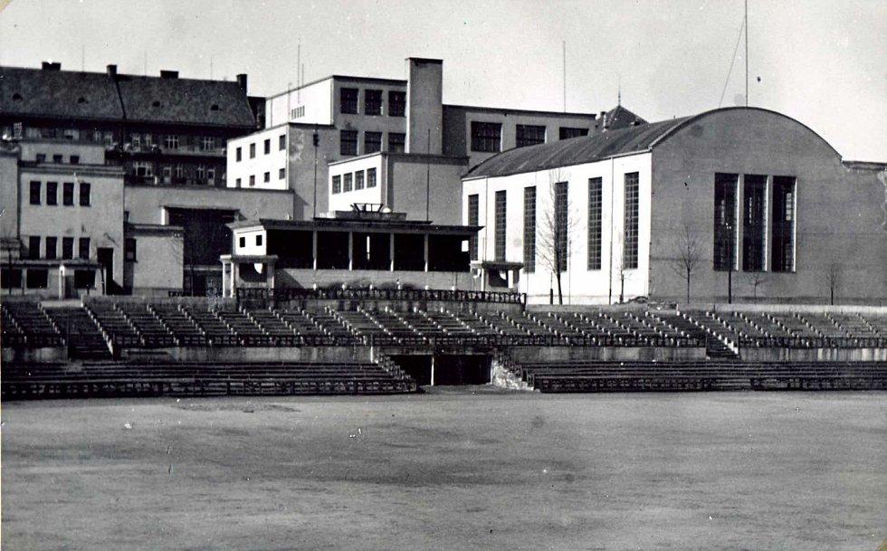 Sokolovna a společenské centrum Stadion má své kořeny v roce 1922. Budovu slavnostně otevřeli v roce 1929.