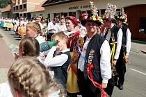 Ani horké letní počasí neodradilo obyvatele brněnské městské části Komín od toho, aby oblékli kroje a o víkendu oslavili Vavřinecké hody.
