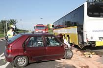 V Branišovicích na Brněnsku se srazil autobus s osobním autem.
