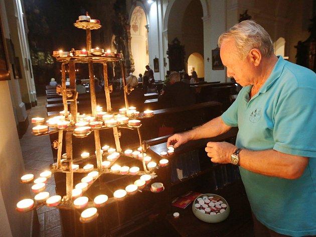 Vzácné varhany nebo izraelská večeře. Noc kostelů zavede i do bývalé autodílny
