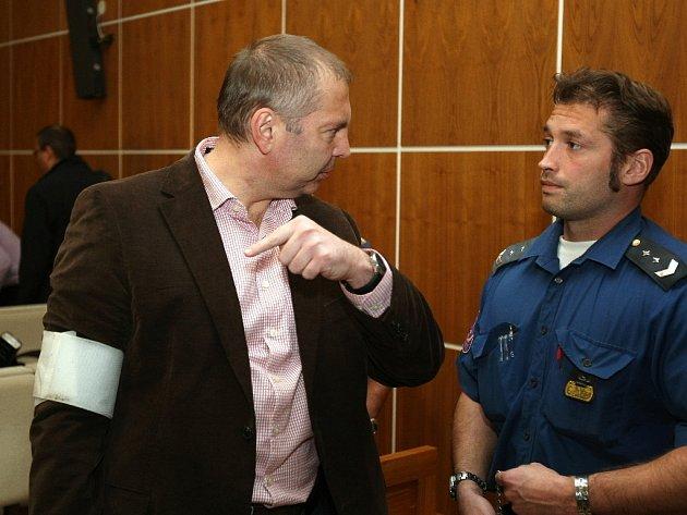 Členové Toflova gangu u soudu v Brně - Miloš Almásy.