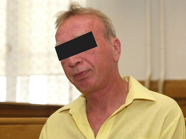 Čtyřiapadesátiletý muž z Modřic na Brněnsku měl zmlátit svého otce francouzskou holí.
