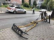 Jedné z tramvají v brněnské ulici Líšeňská upadl pantograf.