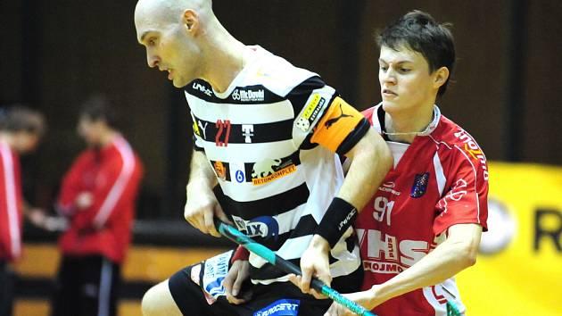 Josef Žižka vpravo si zahraje za brněnské Buldoky.