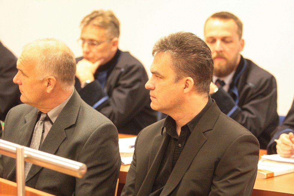 Ve čtvrtek začal brněnský městský soud projednávat tři sporné veřejné zakázky, které takto měly podezřele fungovat na bývalé židenické radnici.