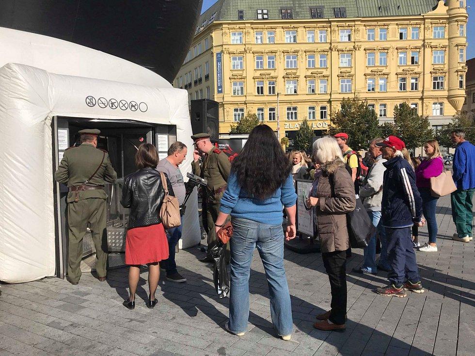 TOTALITA na náměstí Svobody v Brně.