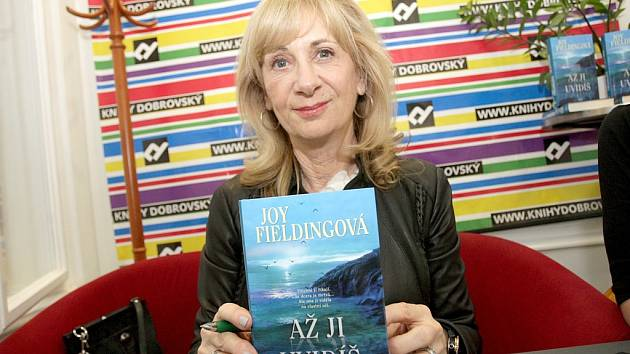 Kanadská spisovatelka Joy Fieldingová zavítala v úterý do Brna a v Knihách Dobrovský v Joštově ulici představila svoji nejnovější knihu Až ji uvidíš.