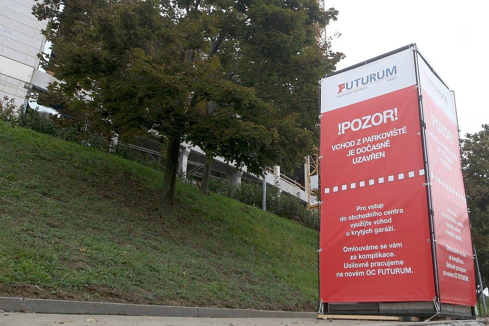 Brno 30.9.2020 - oprava Obchodního centra Futurum v Brně