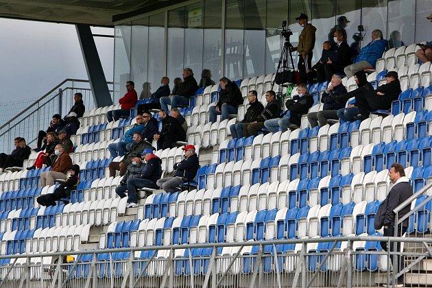 Domácí SK Líšeň (vbílém) proti FC Sellier Bellot Vlašim.