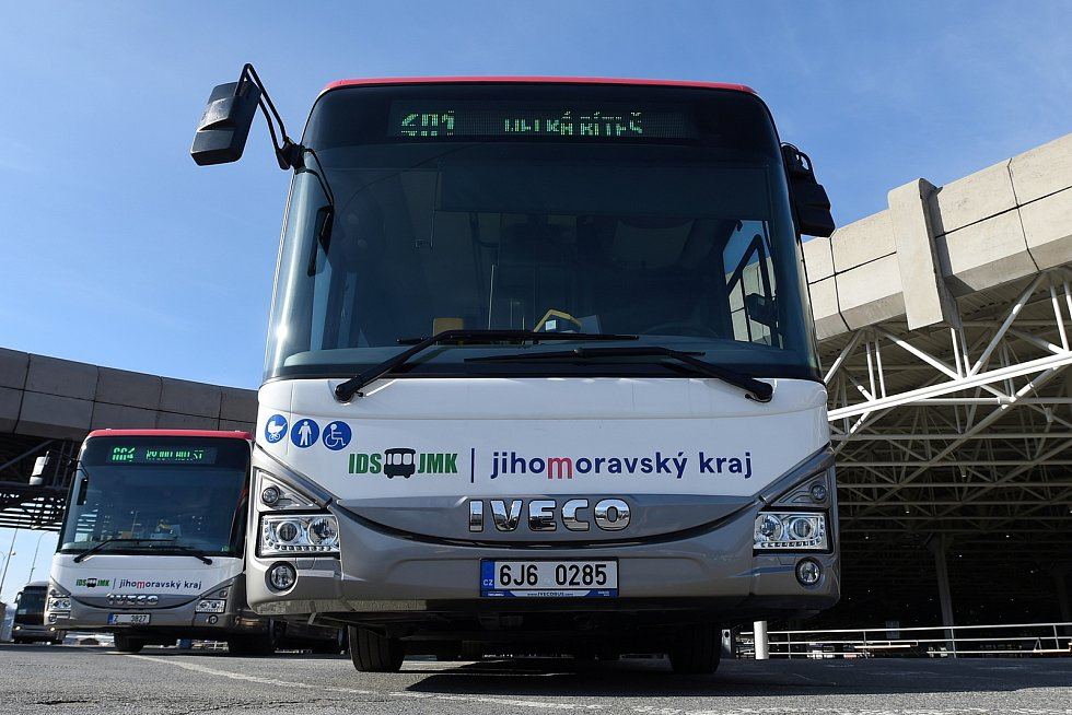 Nové autobusy v barvách Jihomoravského kraje.