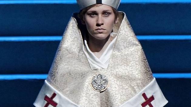 Muzikál Die Päpstin (Papežka) o mladičké dívce Johanně zaznamenal v Německu velký ohlas.