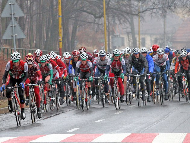 Cyklisté na trati loňského závodu.