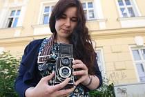 Na třicet nadšenců českého fotoaparátu Flexaret se sešlo v sobotu dopoledne u stejnojmenné brněnské kavárny. Společně se vydali toulat po zákoutích Brna, aby zachytili zajímavé a jedinečné snímky.