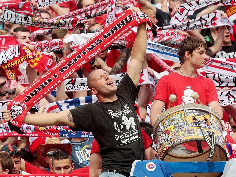 Fanoušci na legendárním brněnském fotbalovém stadionu za Lužánkami. Ilustrační foto.