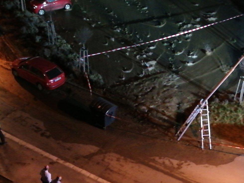 Havárie vodovodu v Turgeněvově ulici v brněnských Černovicích.