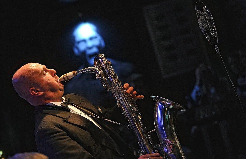 Téměř na závěr festivalu Moravia Music fest přijel v pondělí do brněnského klubu Metru Music bar Milan Lasica s orchestrem Bratislava Hot Serenaders.