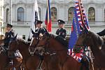 Policisté nejen z České republiky se v sedlech koní představili lidem na náměstí Svobody.