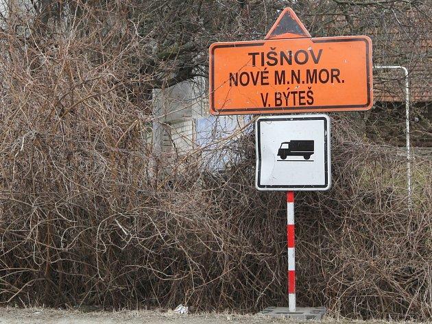 Gramatická chyba na dopravním značení vyvolává úsměvy.