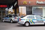 Policisté vyklízející Galerii Vaňkovka. V pátek tam anonym nahlásil bombu.