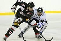 Hokejisté Techniky (v černém) - ilustrační foto.