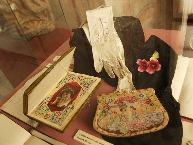 Výstava Zapomenutý půvab v Paláci šlechtičen v Brně.