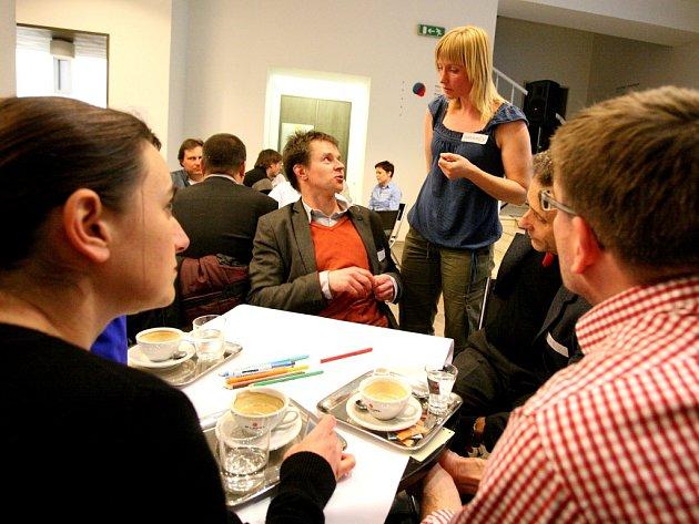 Diskuze o podobě brněnské kultury se v pondělí znovu otevřela v Domě umění. Iniciativa Brno kulturní tam od šesti hodin večer pořádala diskuzní večer s názvem World café.