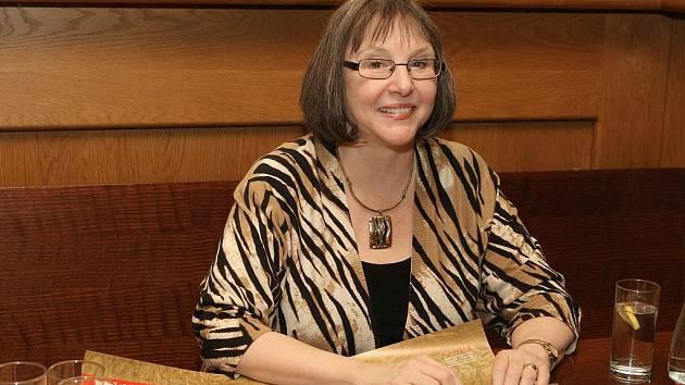 Americká spisovatelka Donna Woolfolk Crossová o víkendu navštívila premiéru muzikálu Papežka v Brně.