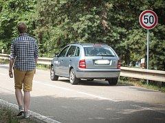 Na opětovné zavedení omezení rychlosti se musí připravit řidiči, kteří projíždějí kolem břehu Brněnské přehrady na Veverskou Bítýškou. V letní sezóně příští rok tak řidiči na Rakovecké sníží rychlost na padesát kilometrů za hodinu i za hranicemi Brna.
