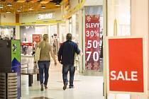 I v Brně začaly povánoční slevy. Z ceny zboží obchodníci sráží až osmdesát procent.