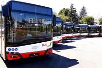 Brnem bude jezdit dvacet nových autobusů. S klimatizací a USB nabíječkou.