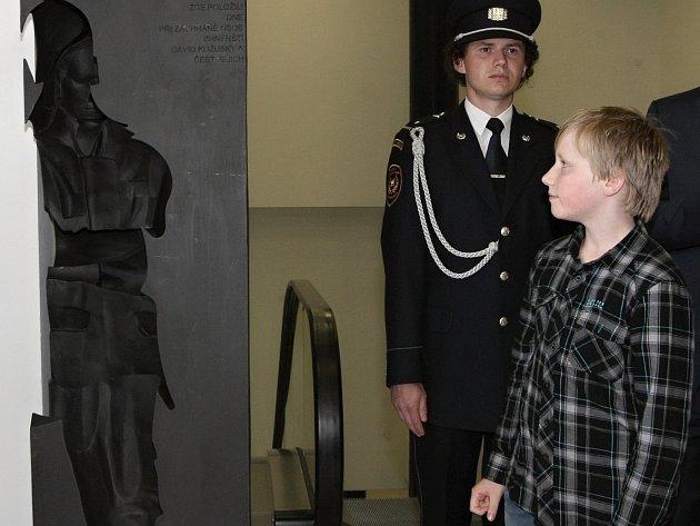 Odhalení památníku dvěma hasičům, kteří zahynuli při požáru kasina v Brně.