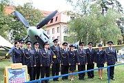 V brněnských Chrlicích v sobotu místní odhalili pamětní desku pilotu Leopoldu Šromovi.