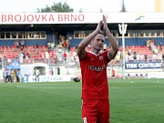 Fotbalisté Zbrojovky (v červeném) v utkání s Dunajskou Stredou - ilustrační foto.