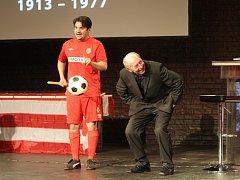 Divadelní večer k oslavám 100 let založení fotbalové Zbrojovky Brno.
