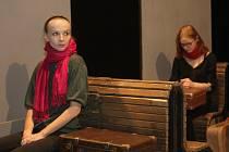 ŠEST CESTUJÍCÍCH.  Nová hra  autora i režiséra Jiřího Havelky zachycuje situace šesti cestujících ve vlaku