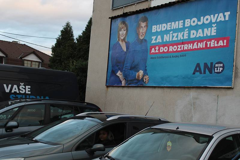 Předvolební kampaň před sněmovními volbami 2021 v ulicích Hodonína.