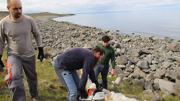 Brněnští vědci zkoumají oceánské proudy. Ve stopování jim pomáhá dřevo