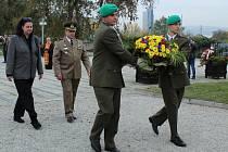 Rumunská velvyslankyně Carmen-Liliana Burlacu při příležitosti Dne Armády Rumunska vzdala hold padlým rumunským vojákům, kteří se podíleli na osvobozování Brna a tehdejšího Československa při pietním aktu u pomníku rumunských hrdinů na Ústředním hřbitově.
