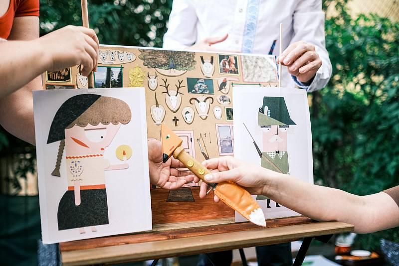 Na motivy známé Lišky Bystroušky ztvárnili umělci z divadla DNO představení pro děti.
