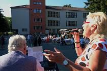 Ve středu 9. září si mohli zejména dříve narození obyvatelé Kuřimi užít posezení s písničkou.