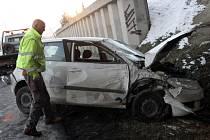 Dvaapadesátiletý řidič skončil s lehčím poraněním v nemocnici.