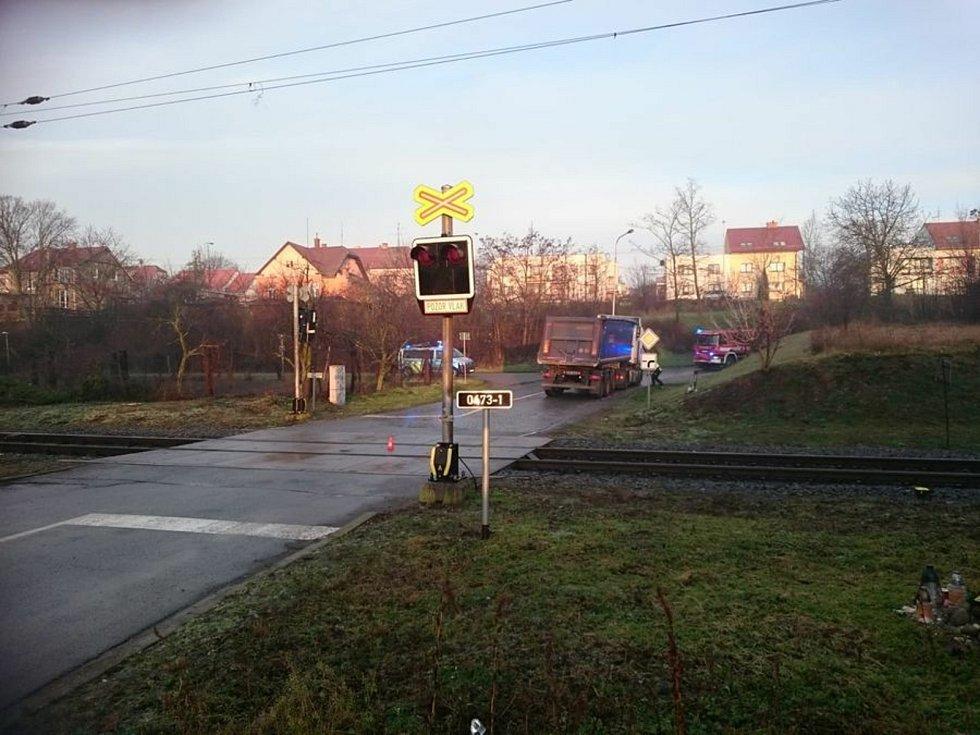 Železniční přejezd ve Slavíkovicích.